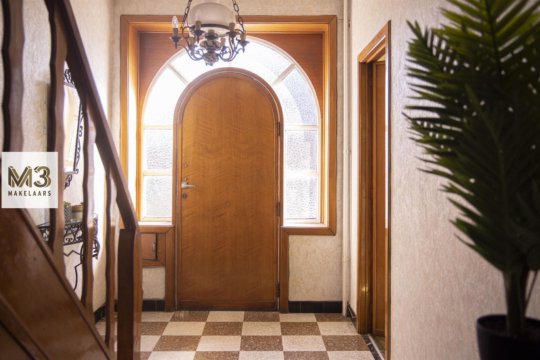 Lichtrijk hoekhuis met 3 slaapkamers en gerieflijke garage.