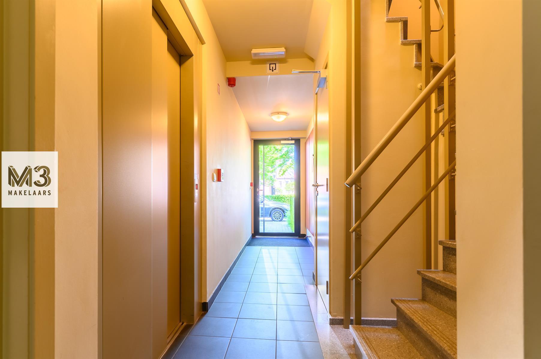 Gezellig appartement met tuin en terras nabij invalswegen.